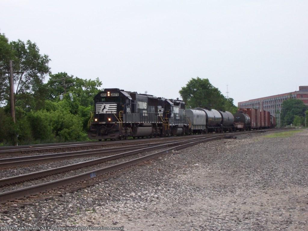 NS 2573 Heading Westbound