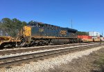 Running mid-ships, CSX 3040 pushes