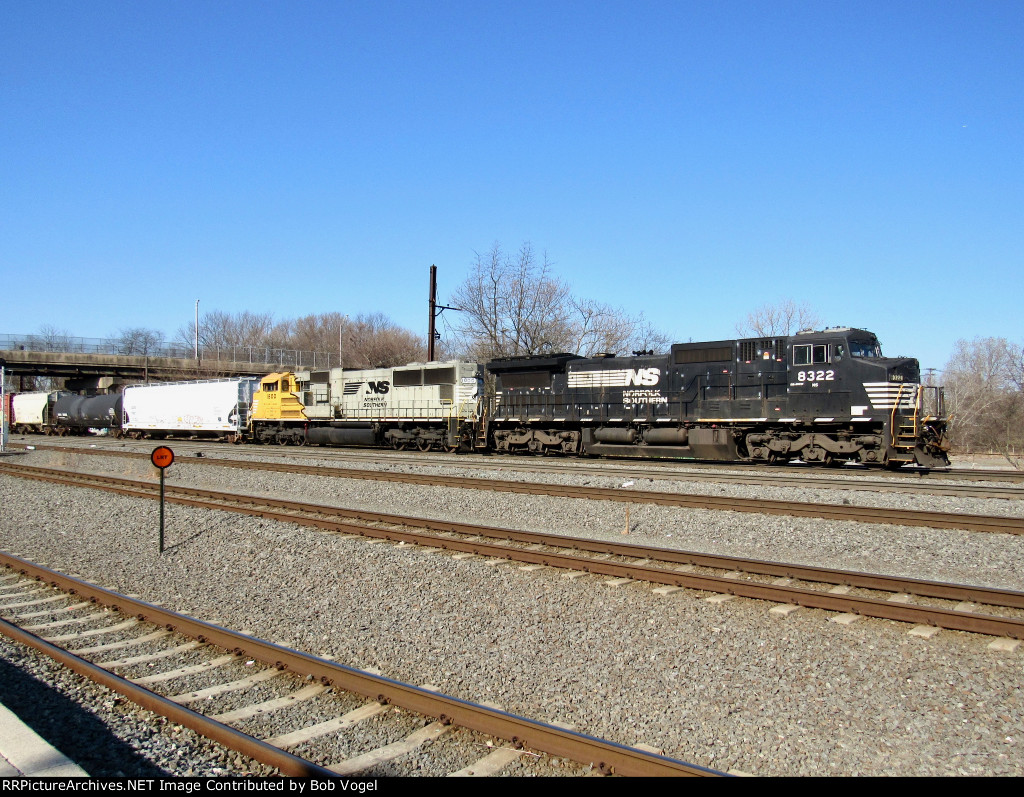 NS 8322 and SD70ACC 1800