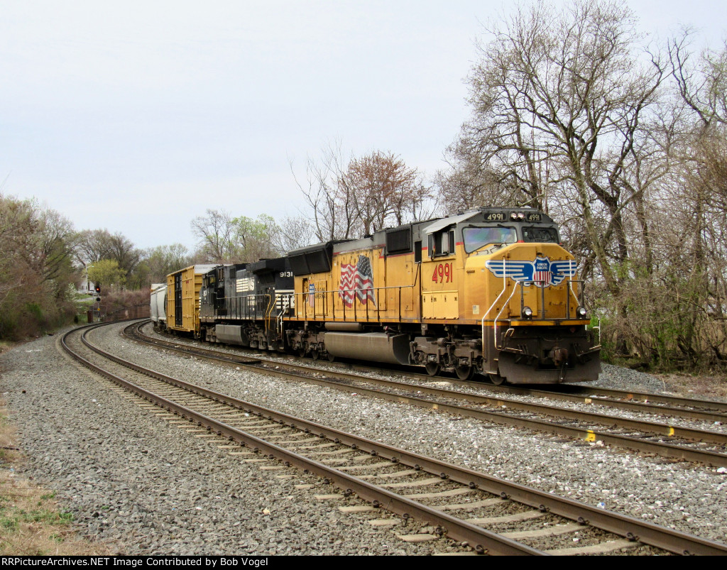 UP 4991 and NS 9131