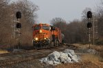 BNSF 8093 splits the 469 signals with 67Z