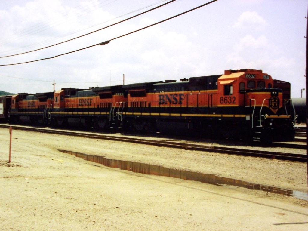 3 BNSF DASH8-40B'S