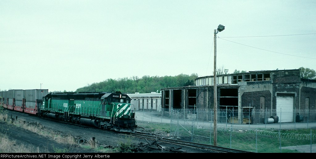 NYSW 6509 passes the old New Haven roundhouse