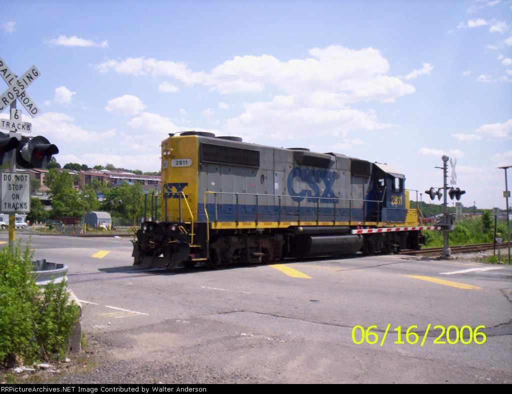 CSX 2811 crossing 69th St. on the NYS&W line