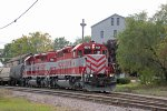 WAMX 4174 eases T003 toward the spring switch onto joint WSOR/UP trackage