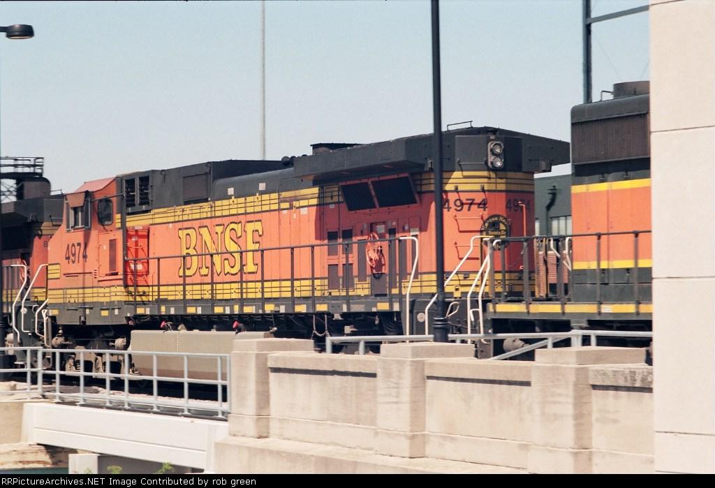 BNSF 4974
