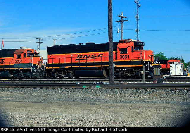 BNSF 3031 I found a GP40X!