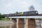 NREX 2752 leads a SLWC train across the Oklahoma River