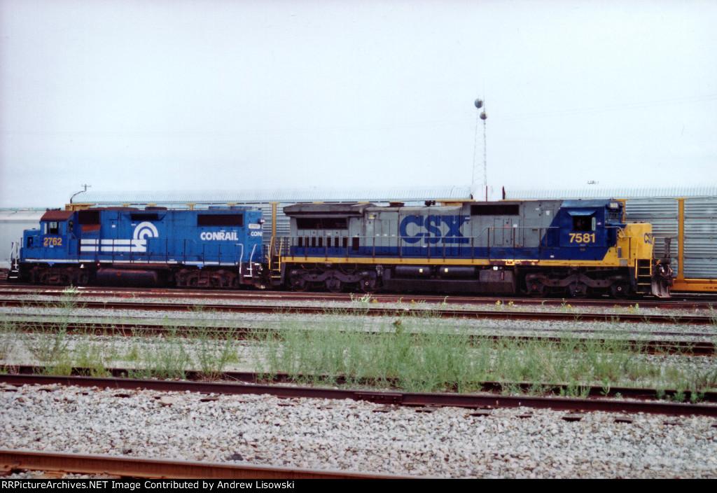 CSX DASH8-40C and GP38-2