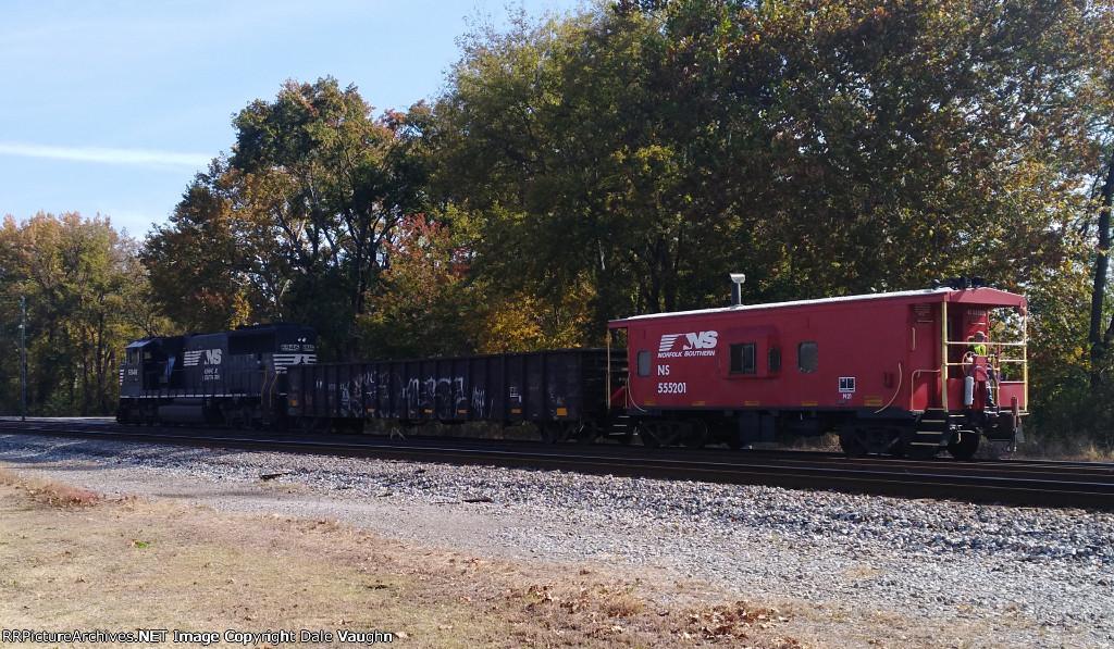 NS 6946 & NS 555201 (Caboose)