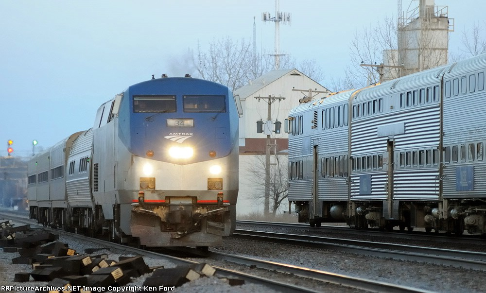 Amtrak 34 on Train 383 Meets Metra Train 1292