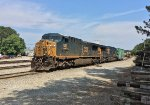 CSX 586 and 5103 lay over