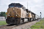 Manifest rolls west over the siding switch