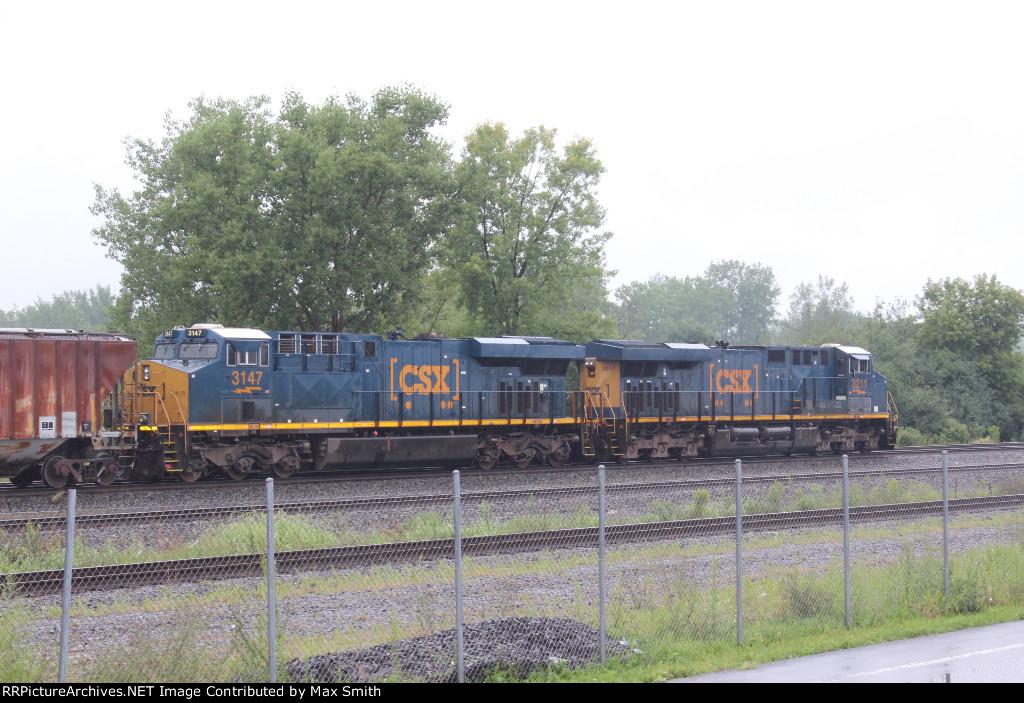 CSXT 3147 on CSX Q363