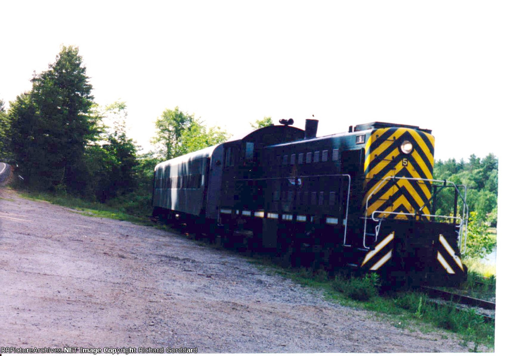 ALCO 5 and RPCX 2949 at dusk