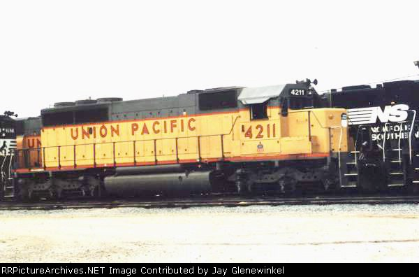 UP SD40-2 #4211 1 month before being destroyed in Devine