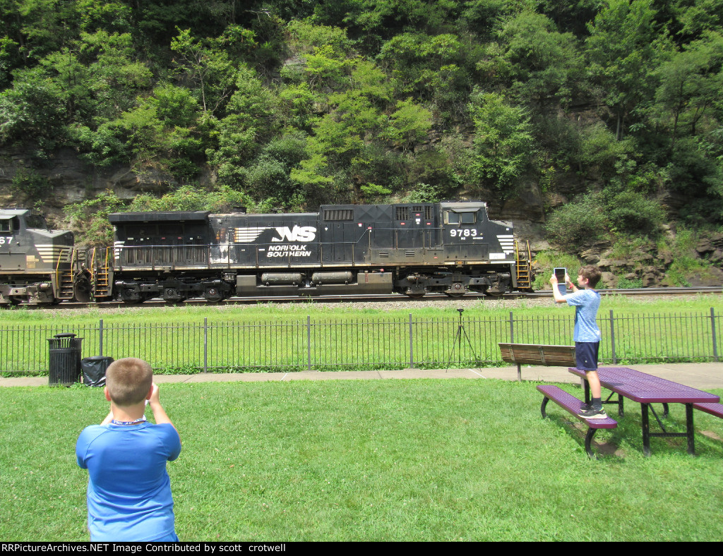 Young railfans
