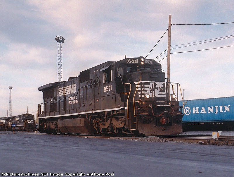 NW 8571