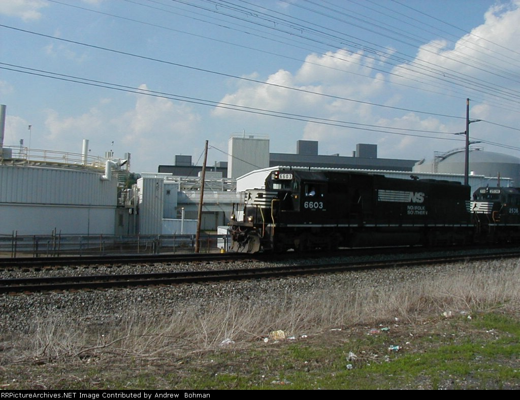 NS H88 westbound at Endicott, NY 5/29/2006