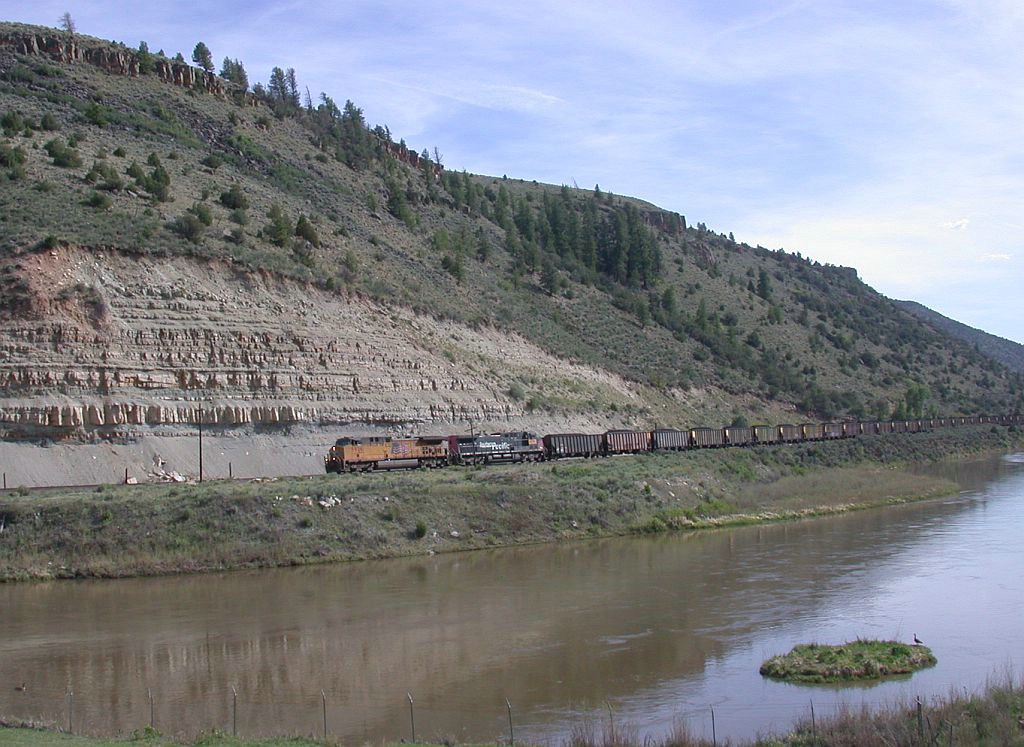 Loaded EB coal train negociating the Colorado River Valley
