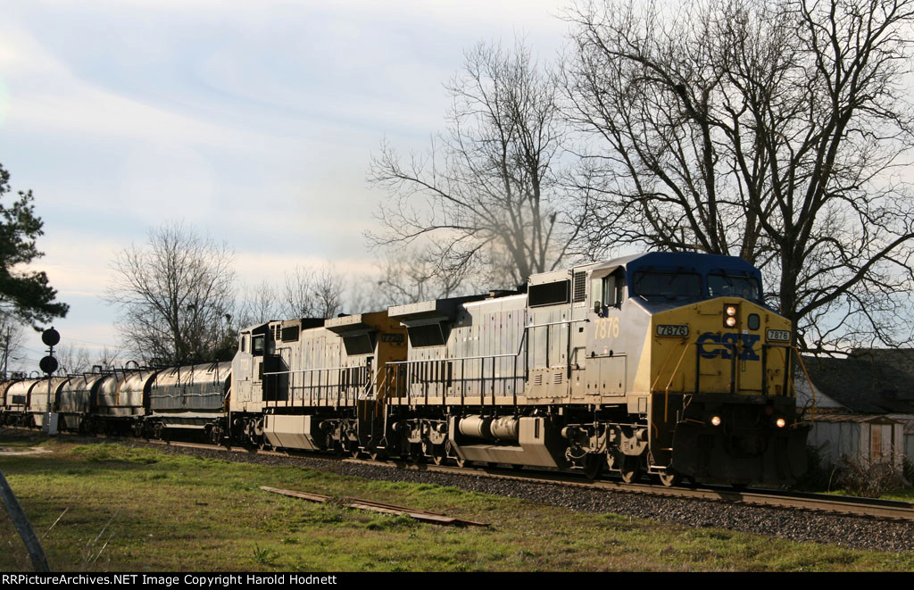 CSX 7876 & 7728 lead train Q484 northbound