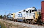 CSX 6431 & 2262 lead a train towards the yard