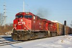 CP 8015 leads WB racks and stacks train 199 in for a crew change