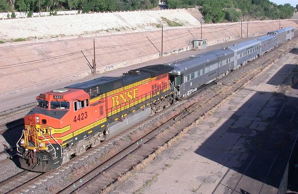BNSF 4423 with the SB OCS cars