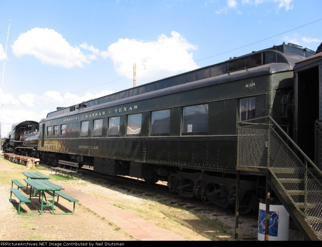 MKT 438