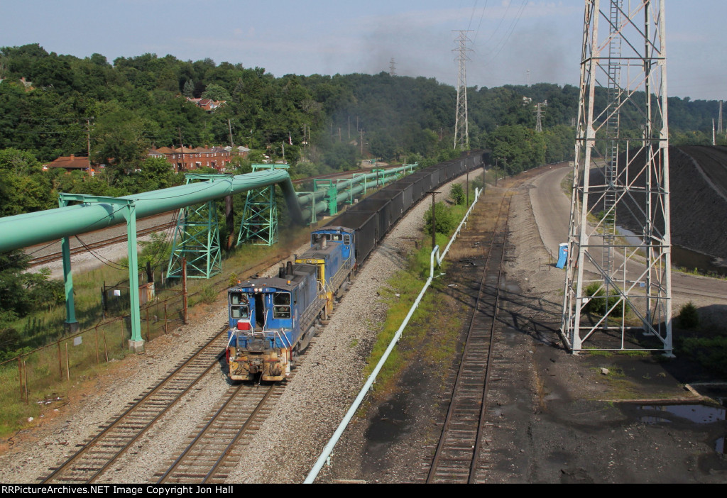 A pair of URR MP15's arrive at Clairton with coke empties