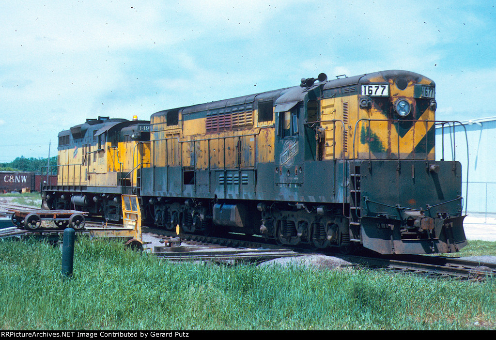 C&NW H16-66 #1677 + AS-16M #1491