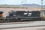 A NS Standard Cab SD70 Departing Barstow Yard