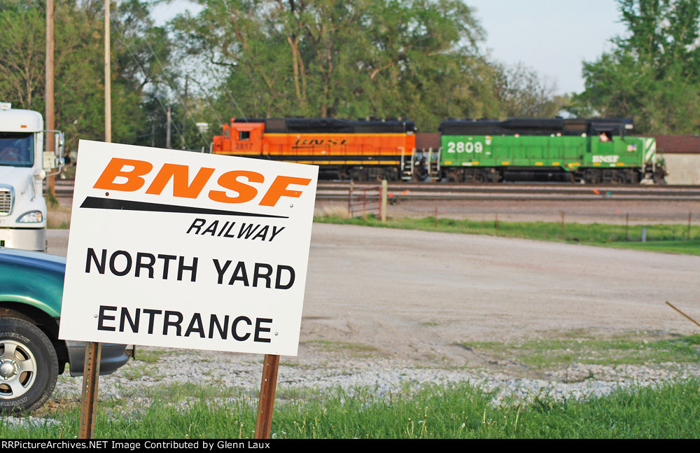 BNSF 2809 and 2817