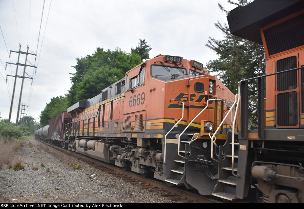 BNSF 6669