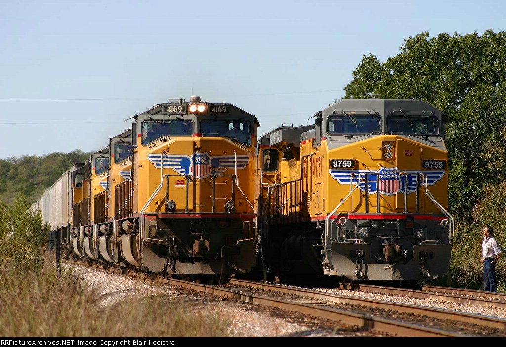 UP 4169 on hot ZLTME pig train steps around eastbound drag freight in the siding at Brazos, TX on the Baird subdivision