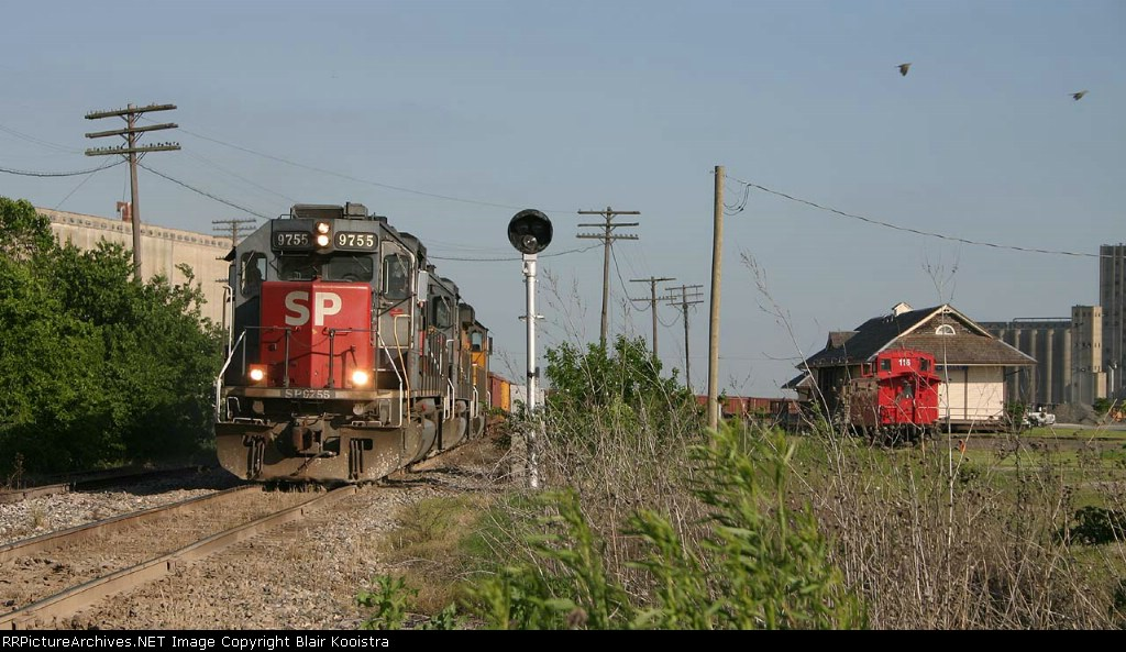 SP 9755 leads a Chico rock empty northbound through the Saginaw interlocker.