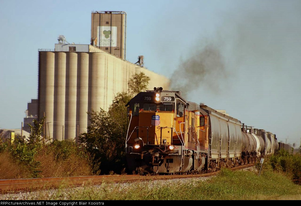 UP 759 leads empty Duncan subdivision local freight northward at Saginaw, TX