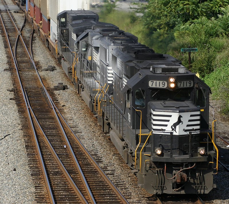 2 GP60s and a C40-9W on 213