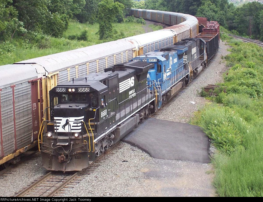 NS 8668 enters Enola yard from the west