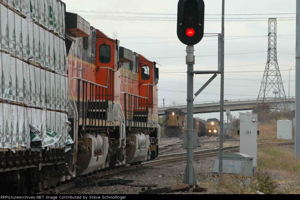 BNSF manifest heads south as two UP meets at Tower 55