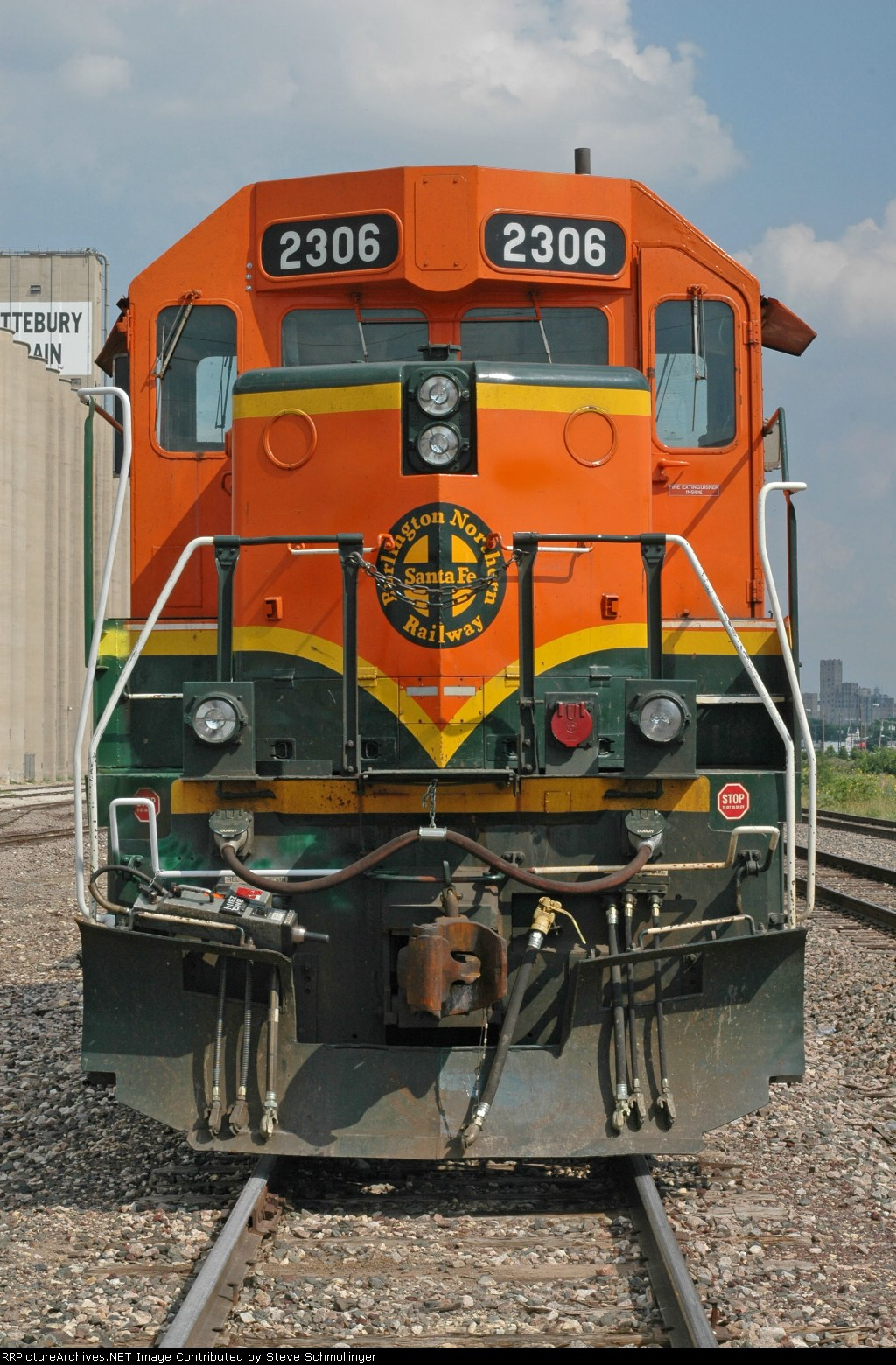 Nose of BNSF 2306