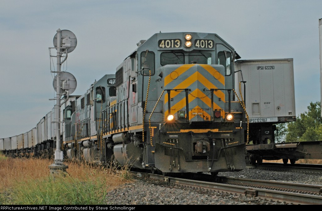 KCS 4013 West comes out on the BNSF main
