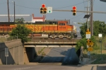 BNSF 4409 North heads for the UP crossing at Tower 55
