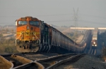 Stack train runs around BNSF 5280 South at Lake Wanda