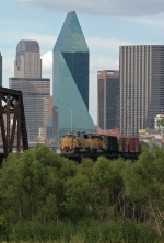 UP 9839 West crosses the Trinity River Brdige