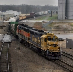 BNSF 3037 leads sister GP40X 3031 into Temple on the Somerville-Temple turn