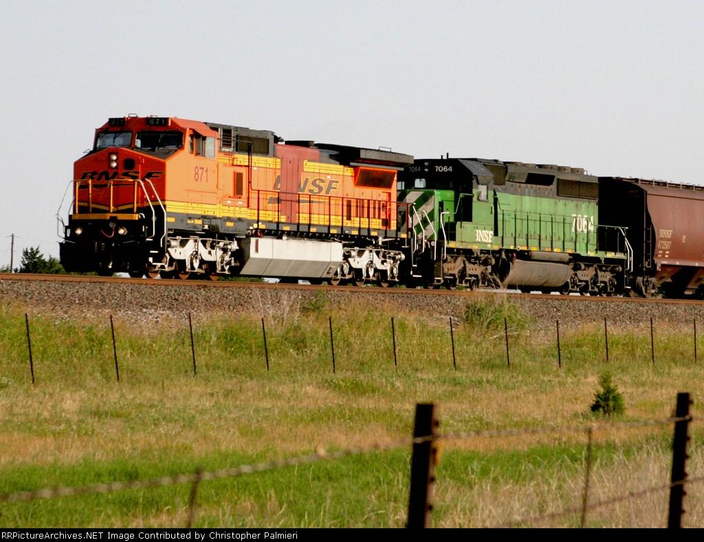BNSF 871 & BNSF 7064