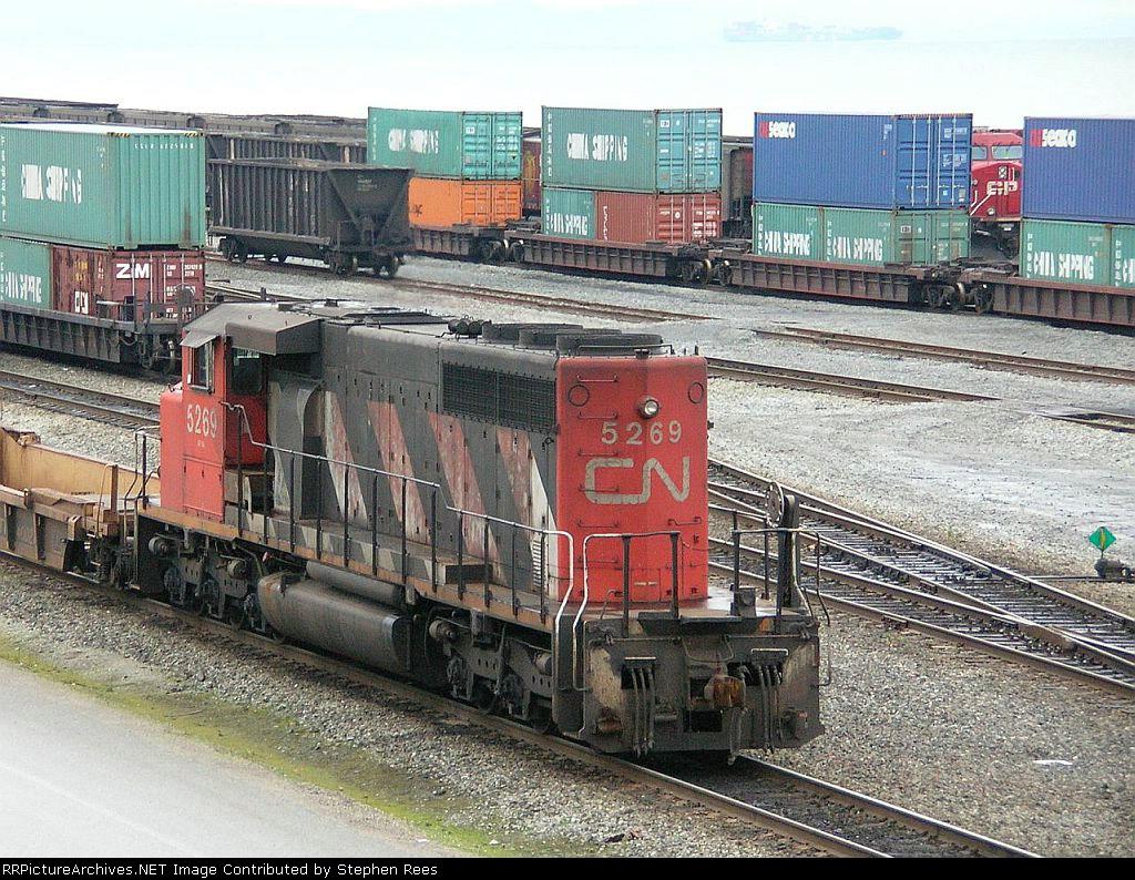 CN 5269 on yard switching duty