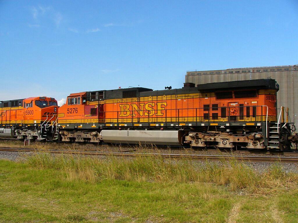 BNSF 5276 & BNSF 5900