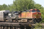 BNSF 4079 and NS 9030